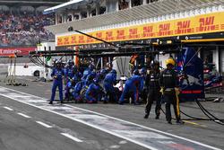 Brendon Hartley, Scuderia Toro Rosso STR13, s'arrête aux stands