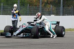 Lewis Hamilton, Mercedes-AMG F1 W09 met hydraulisch probleem
