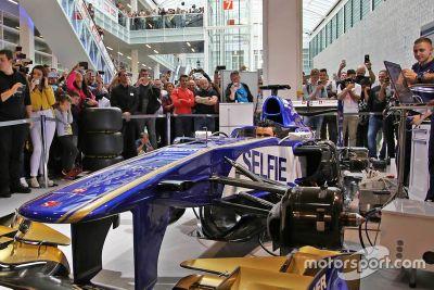 Sauber F1 Team auf der Auto Zürich Show