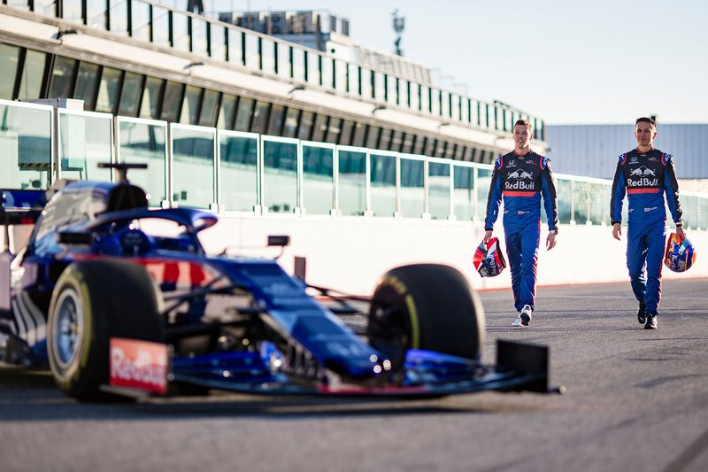 Alex Albon, Scuderia Toro Rosso, Daniil Kvyat, Scuderia Toro Rosso con la Scuderia Toro Rosso STR14