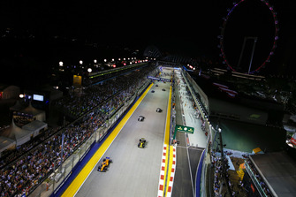 Fernando Alonso, McLaren MCL33, leads Carlos Sainz Jr., Renault Sport F1 Team R.S. 18, Charles Leclerc, Sauber C37, and Marcus Ericsson, Sauber C37