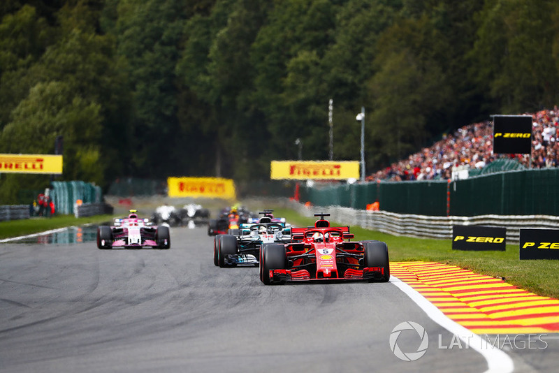 Sebastian Vettel, Ferrari SF71H, Lewis Hamilton, Mercedes AMG F1 W09, Sergio Perez, Racing Point Force India VJM11, y Esteban Ocon, Racing Point Force India VJM11