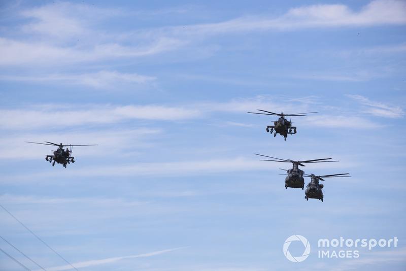 Boeing AH-64E Apache, Boeing CH-47F Chinooks
