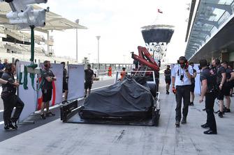 La monoposto di Pietro Fittipaldi, Haas F1 Team VF-18, viene riportata ai box