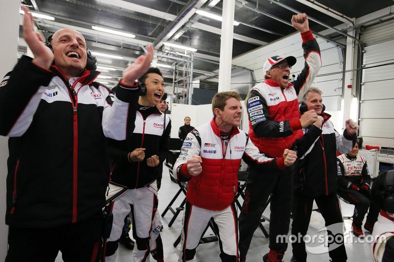 Davidson, Kazuki Nakajima, Toyota Gazoo Racing celebrate the victory