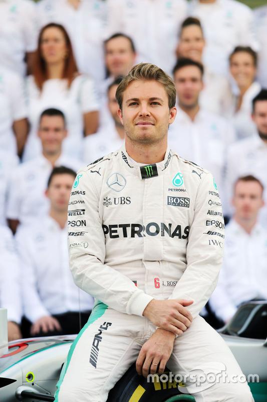 Nico Rosberg, Mercedes AMG F1 en una foto de equipo