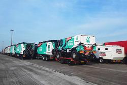 Los camiones del Team De Rooy Iveco listos para el largo viaje a Buenos Aires