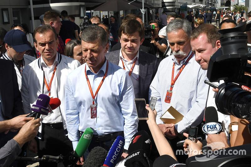 Veniamin Kondrytyev, Governor of Krasnodar Region, Dmitry Kozak, Deputy Prime Minister of the Russian Federation,  Sergey Vorobyev, Sochi Autodrom Deputy General Director and Chase Carey, Chief Executive Officer and Executive Chairman of the Formula One Group talk, the media