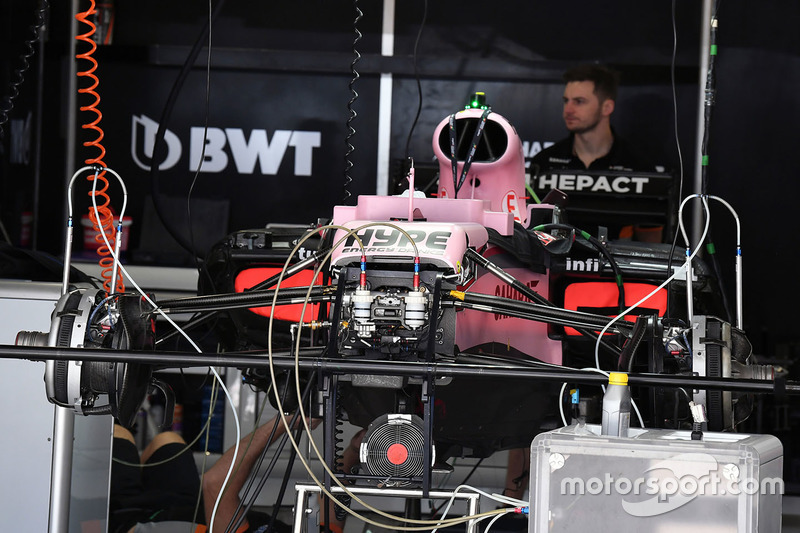 Detalle del chasis y frenos delanteros del Sahara Force India F1 VJM10