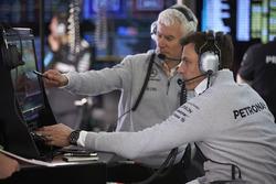 Geoff Willis, Director de tecnología, Mercedes AMG F1, Toto Wolff, Director Ejecutivo de Mercedes AMG F1