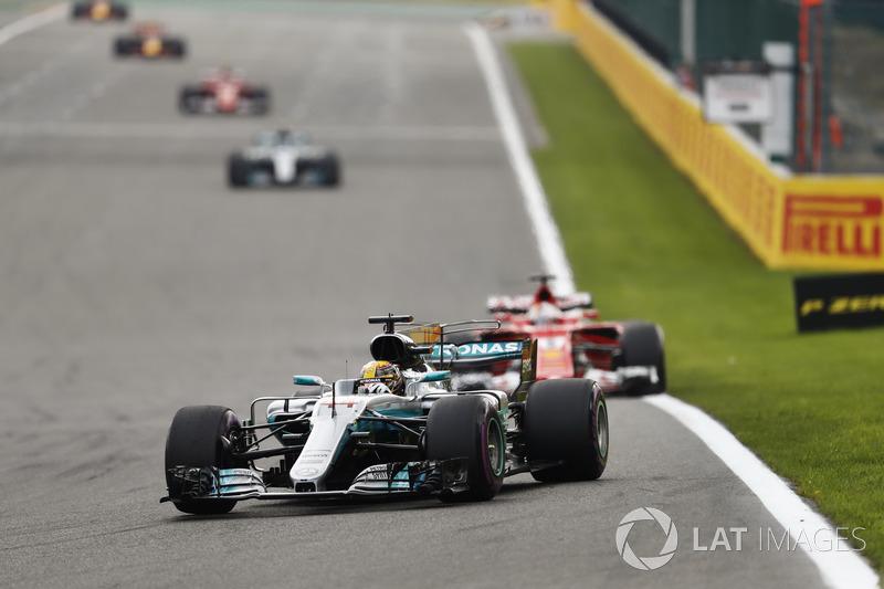 VOLTAS LIDERADAS: Caso mantenha a média de 2017 (25 voltas lideradas por corrida), Hamilton igualaria o recorde de Schumacher em 72 provas.
