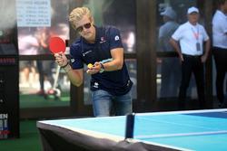 Marcus Ericsson, Sauber plays table tennis