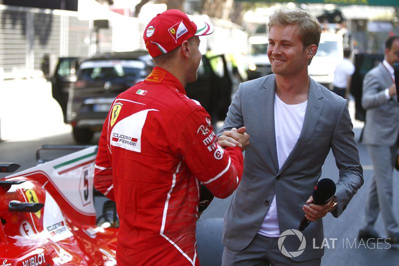 Гонщик Ferrari Себастьян Феттель и посол Mercedes-Benz Нико Росберг