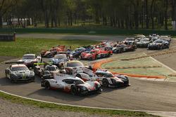 صورة جماعية لسيارت بطولة العالم للتحمل