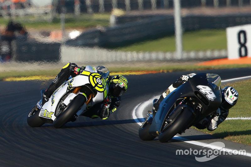 Pol Espargaro, Red Bull KTM Factory Racing; Andrea Iannone, Team Suzuki MotoGP