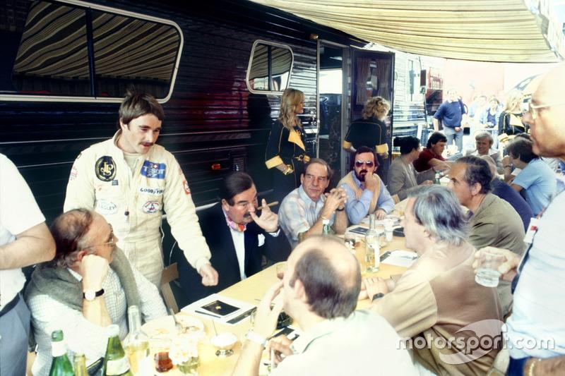 1982: пресс-брифинг