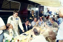 Nigel Mansell, Lotus 91-Ford, talks to the British press including Nigel Roebuck, Murray Walker, John Blunsden, Maurice Hamilton and Innes Ireland