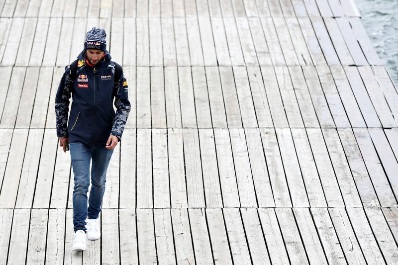 Daniel Ricciardo, Red Bull Racing leaves the circuit