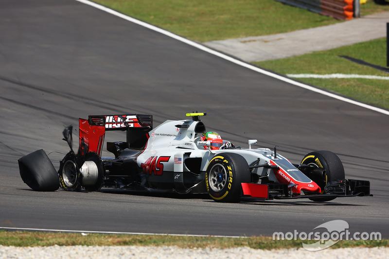 Esteban Gutiérrez, Haas F1 Team VF-16 con una llanta ponchada
