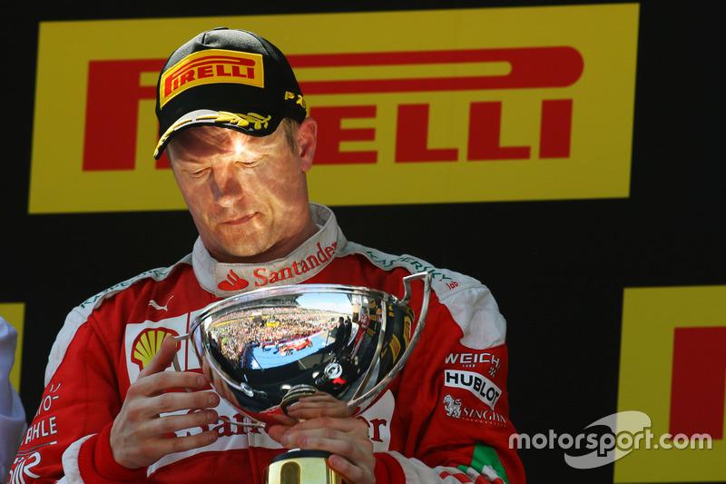 5. Kimi Raikkonen celebra su segunda posición en el podio