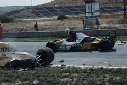 Пьерлуиджи Мартини, Minardi М190, и Мартин Доннелли, Lotus 102, авария