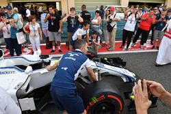 Fans en pit lane y Williams FW40