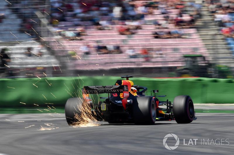 13. Daniel Ricciardo, Red Bull Racing RB14 sparks