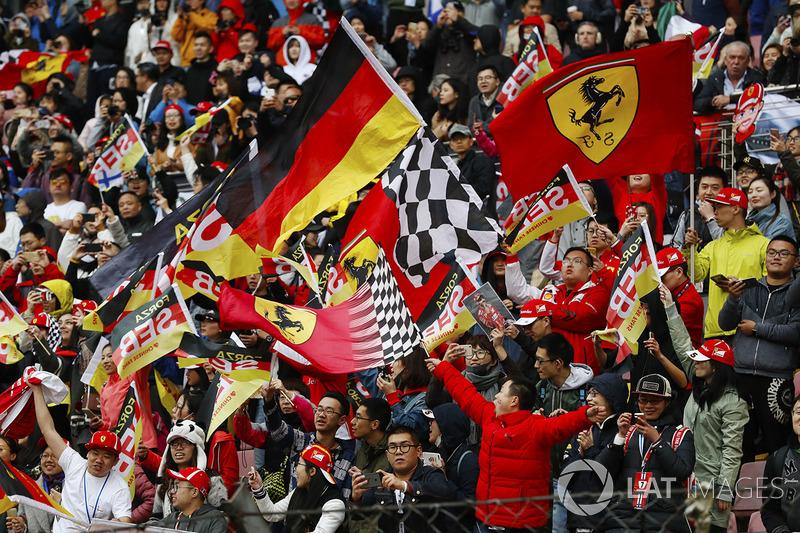Chinese fans celebrate the pole position of Sebastian Vettel, Ferrari