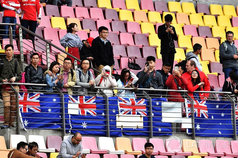 Fans Tiongkok mendukung Lewis Hamilton, Mercedes-AMG F1
