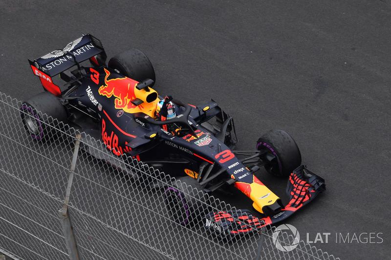 Race winner Daniel Ricciardo, Red Bull Racing RB14 celebrates