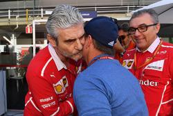 Рубенс Баррикелло и руководитель команды Ferrari Маурицио Арривабене