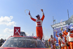 Race winner Kyle Larson, Chip Ganassi Racing, Chevrolet Camaro ENEOS