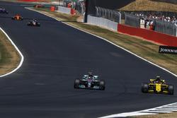 Lewis Hamilton, Mercedes-AMG F1 W09 and Carlos Sainz Jr., Renault Sport F1 Team R.S. 18
