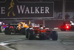 Daniil Kvyat, Scuderia Toro Rosso STR12, Fernando Alonso, McLaren MCL32 and Kevin Magnussen, Haas F1 Team VF-17 run wide to avoid Sebastian Vettel, Ferrari SF70H