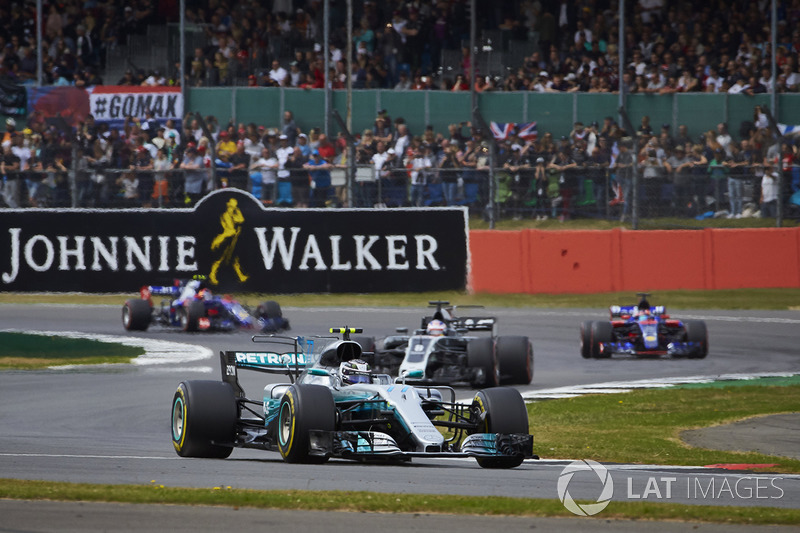 Valtteri Bottas, Mercedes AMG F1 W08, Romain Grosjean, Haas F1 Team VF-17, Carlos Sainz Jr., Scuderia Toro Rosso STR12, Daniil Kvyat, Scuderia Toro Rosso STR12