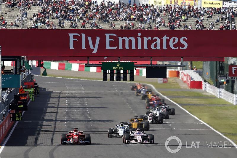 Romain Grosjean, Haas F1 Team VF-17 y Esteban Ocon, Sahara Force India VJM10