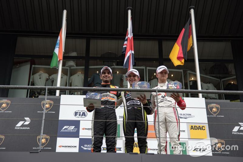Podio de novatos: Ganador de la carrera Lando Norris, Carlin Dallara F317 - Volkswagen, segundo Jehan Daruvala, Carlin, Dallara F317 - Volkswagen , tercero Mick Schumacher, Prema Powerteam, Dallara F317 - Mercedes-Benz