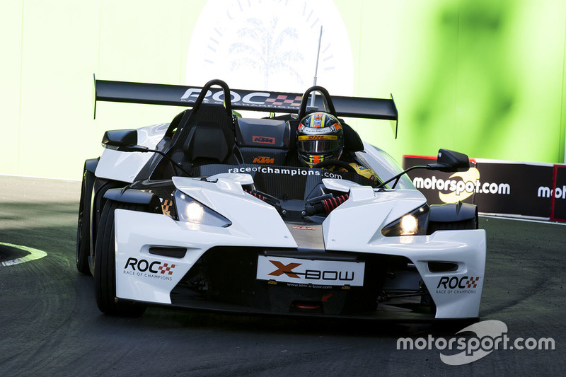 Ryan Hunter-Reay maneja el KTM X-Bow Comp R