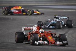 Sebastian Vettel, Ferrari SF70H, Valtteri Bottas, Mercedes F1 W08, Daniel Ricciardo, Red Bull Racing RB13