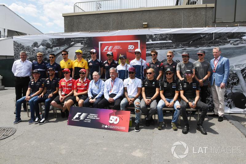 Групповое фото гонщиков Формулы 1
