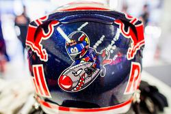 Daniil Kvyat, Toro Rosso helmet detail