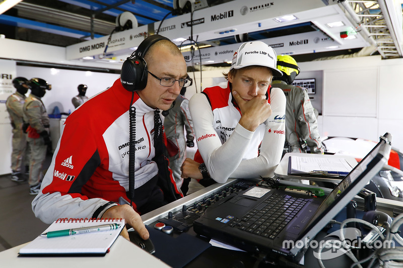 Amiel Lindesay, crew chief, Brendon Hartley, Porsche Team