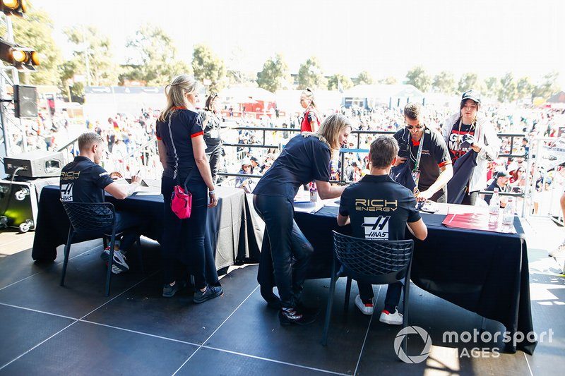 Romain Grosjean, Haas F1 Team and Kevin Magnussen, Haas F1 Team signs autographs for fans