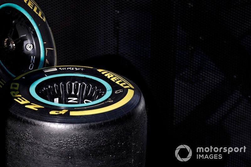 Mercedes-AMG F1 ruedas y neumáticos Pirelli