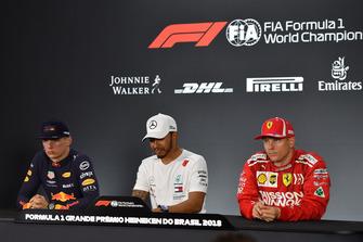 (L to R): Max Verstappen, Red Bull Racing, Lewis Hamilton, Mercedes AMG F1 and Kimi Raikkonen, Ferrari in the press conference [