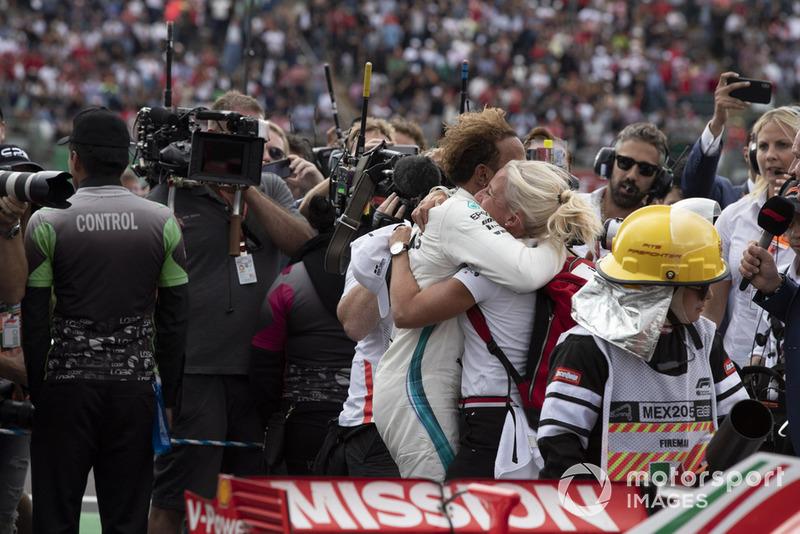Lewis Hamilton, Mercedes AMG F1 et Angela Cullen, sa physio et attachée presse