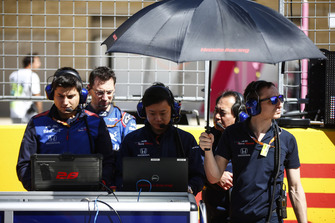 Toro Rosso Engineers on the grid