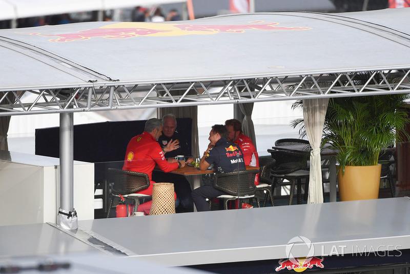 Maurizio Arrivabene, director de Ferrari, Dr Helmut Marko, consultor de Red Bull,, Christian Horner, director de Red Bull Racing y Gino Rosato, Ferrari