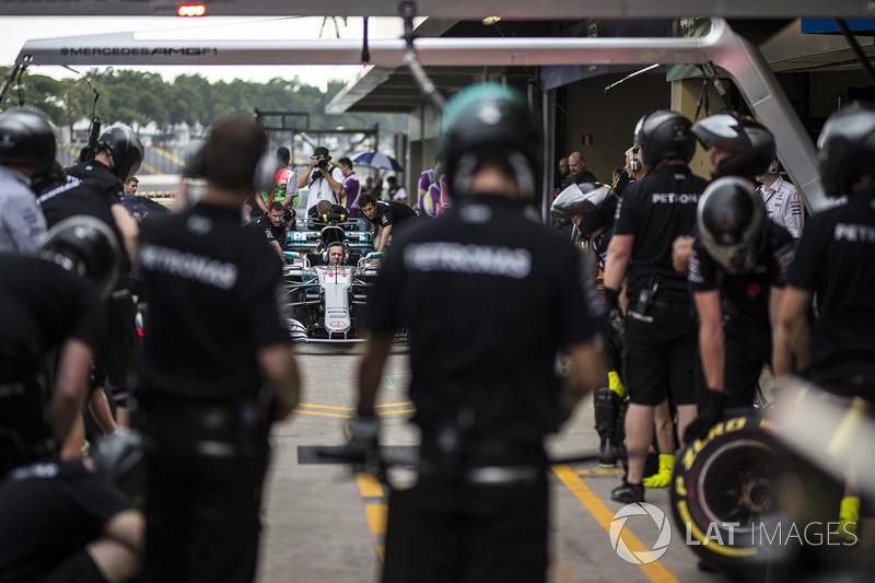 Mercedes AMG F1 Team pit stop antrenmanı