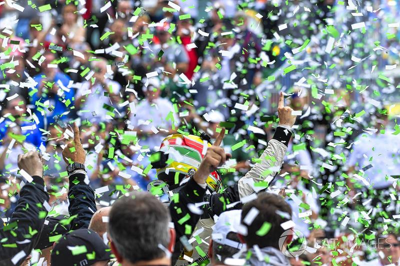 #5 Action Express Racing Cadillac DPi, P: Filipe Albuquerque celebrates in Victory Lane
